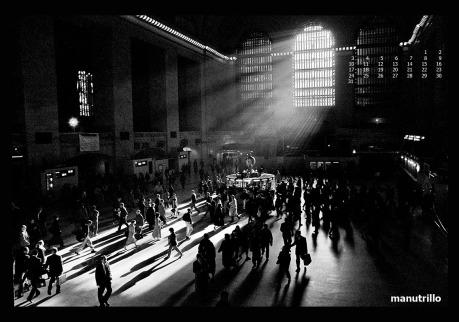El negativo tiene 14 años. Todo un clásico: Grand Central Station en NY. El terminal desde donde se distribuye el hormigueo de trabajadores llegados de los cercanias, a la red de metro de NY. Este mes comienza SEVILLAFOTO´09!!!! www.sevillafoto.com Dentro de las actividades, en fotorutas, haré una exposición que consistirá en el envío de los 45 salvapantallas (4 años ya) vía bluetooth a todos los móviles que se pasen por el Café Condal:http://www.sevillafoto.com/index.php/actividades/fotorutas/87-fr-manu-trillo